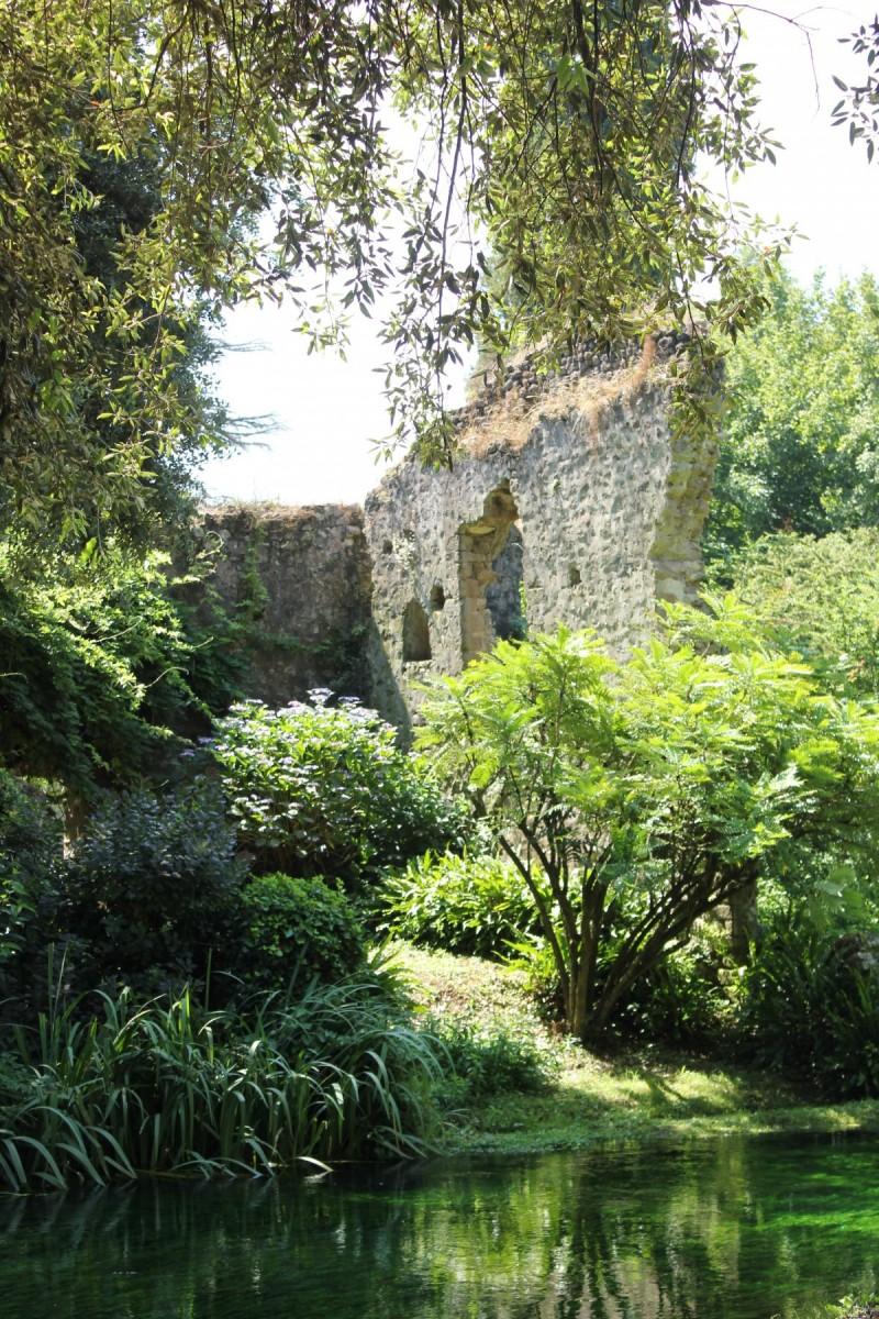 Classic italian style garden idea for Florida's gardens